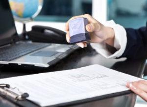 Theo quy định tại thì sản xuất con dấu là ngành nghề kinh doanh có điều kiện, doanh nghiệp phải có giấy chứng nhận đủ điều kiện về an ninh trật tư.